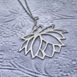 Cut out flower necklace